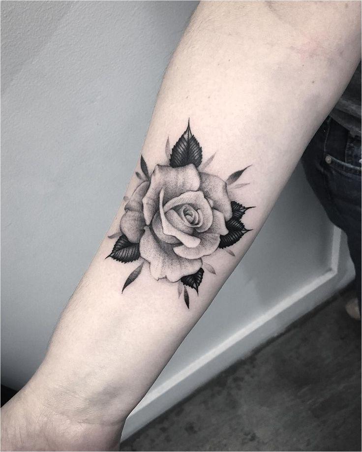 Quelle est la signification du tatouage de rose