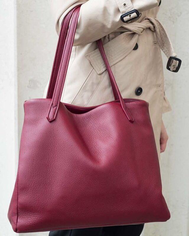 The Walkabout Tote in burgundy - Pedro's Bluff