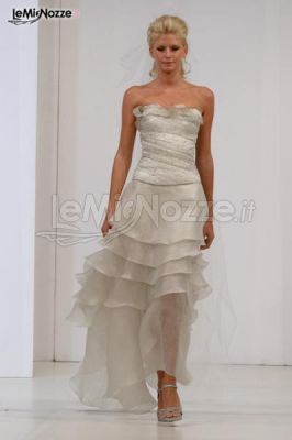 http://www.lemienozze.it/gallerie/foto-abiti-da-sposa/img28057.html Abito da sposa senza spalline con balze sulla gonna