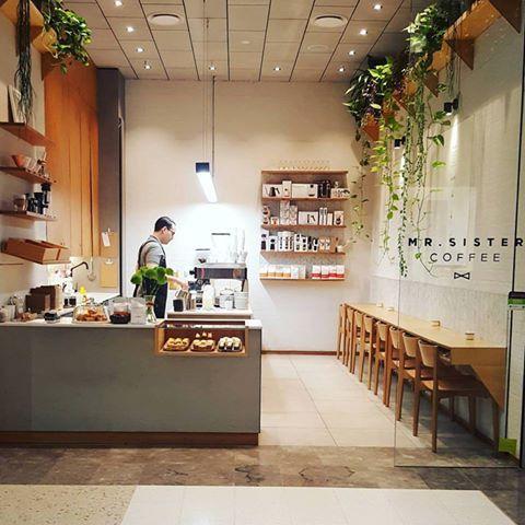 25+ best Small restaurant design ideas on Pinterest | Cafe design ...