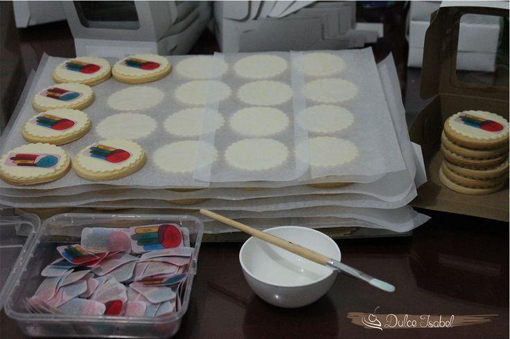 Haciendo y empacando galletas empresariales