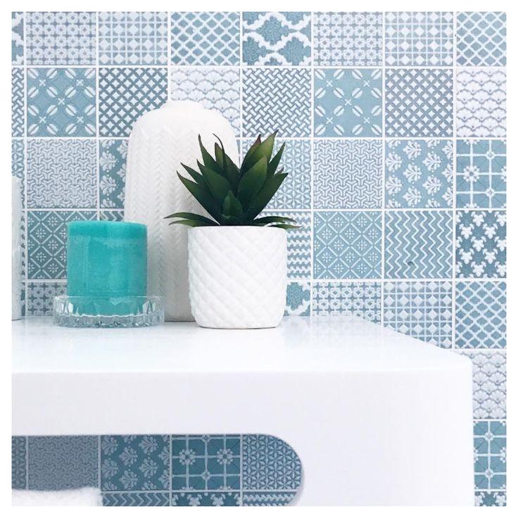 Amber Tiles Kellyville: bold sky blue spalshback selected by C3 Developments - pinned from MELI Beach House (@meli.beach.house) on Instagram #splashback #ambertiles #splashbackinspiration