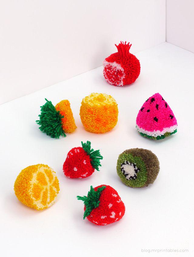 Heute habe ich Pompom Früchte entdeckt: Sind die nicht supertoll? Sie werden so gemacht wie normale Bommel-Pompoms, nur mit verschiedenen Farb-Lagen ...