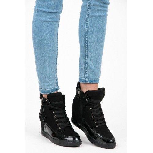 Dámské kotníkové boty Vices Azael černé – černá Jestli něco letí, tak právě tyto šedé kotníkové boty na platformě. Výjimečně jsou tím, že mají neviditelný klínek, který vám přidá pár centimetrů.Tenisky se zipem a s …