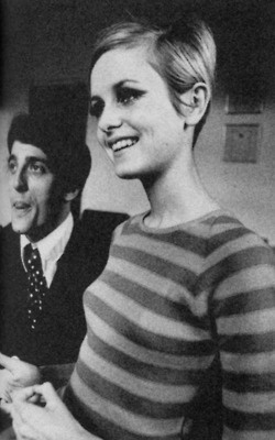 Twiggy's hair style -still stunning after so many years.