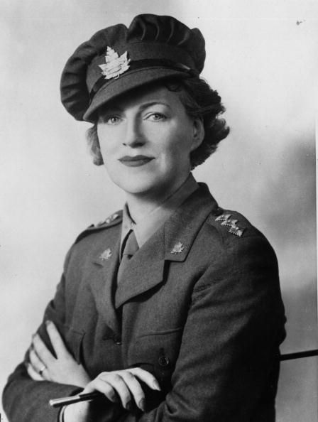 1940: Popular British entertainer Gracie Fields (1898 - 1979) wearing the uniform of an honorary Captain in the Canadian Women's Volunteer Reserve Corps of Montreal. (Photo by Central Press/Getty Images)