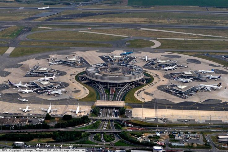 Flower like airport... Charles de Gaulle Airport. See more pics @ http://www.airport-technology.com/projects/degaulle/