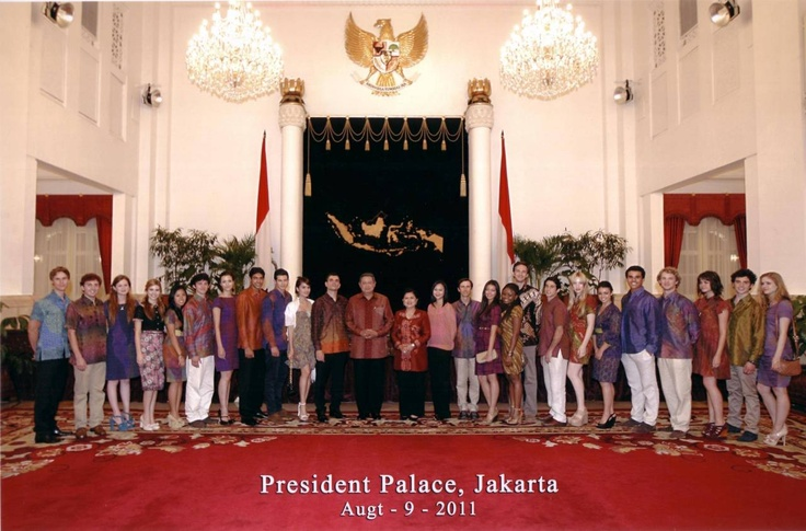 The cast and director of The Philosophers met with President Pak Susilo Bambang Yudhoyono at the President Palace in Jakarta. What an honour!