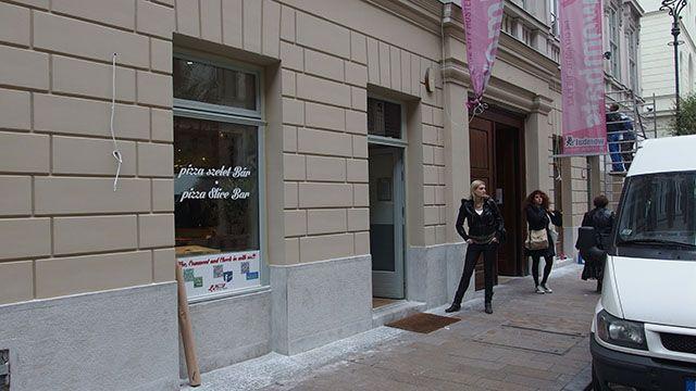 La pizza di mamma sofia Cím: 1061 Budapest Király utca 20. Nyitva: hétfőtől szerdáig: 11:00 - 00:00 csütörtöktől szombatig 11:00 - 04:00 vasárnap 11:00 - 00:00