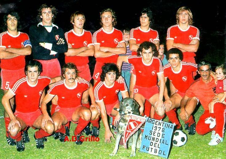 1978 Club Atletico Independiente de Avellaneda - Arriba Galvan, Rigante, Osvaldo Perez, Pagnanini, Villaverde, Trossero Abajo: Arrieta, Larrosa, Outes, Bochini y Magallanes. DT: José Omar Pastoriza.