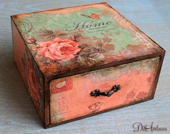 Wooden jewelry drawer. decoupage drawer shabby chic por ArtDidi
