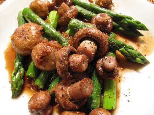 冬はやっぱりシチュー:ビーフシチュー、マッシュルームとアスパラ炒め、ローズマリーポテト - おひとりさまの健康な食卓