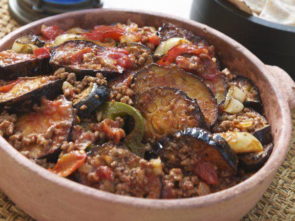 Orientalischer Auberginen-Hackfleisch-Auflauf (Moussaka) ist ein Rezept mit frischen Zutaten aus der Kategorie Fruchtgemüse. Probieren Sie dieses und weitere Rezepte von EAT SMARTER!