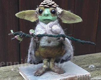 Muñeca de arte duende criatura de fantasía, criaturas de fieltro de aguja, ooak, troll. arte de hadas. listo para enviar.