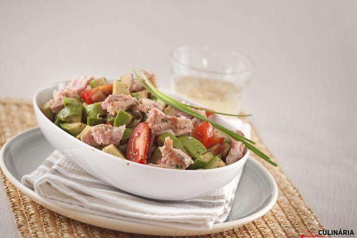 Receita de Salada de atum com abacate. Descubra como cozinhar Salada de atum com abacate de maneira prática e deliciosa com a Teleculinária!