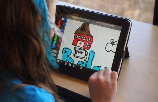 Top 10 Ways iPads Are Key to Teaching Kids With Learning Disabilities by Leah Levy on Edudemic.com. Image: A child drawing on an iPad. Photo Credit: Brad Flickinger.