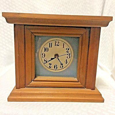 Wood-Case-Desk-Mantle-Shelf-Clock-Quartz-AA-Battery-Operated-Home-Decor-VTG