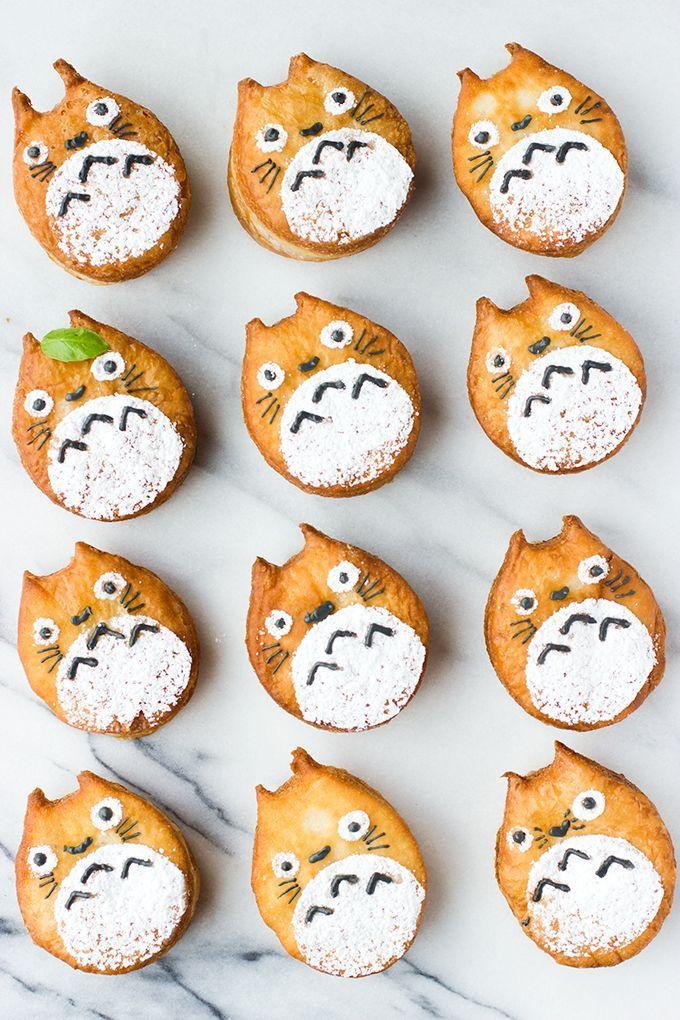 日本人のおやつ♫(^ω^) Japanese Sweets トトロクッキー totoro! 何か雑だなぁ〜…と思ったら外国の人が真似て作ったもののようです…版権は日本のですから入れてみました(ギャグと思って広い心で)w