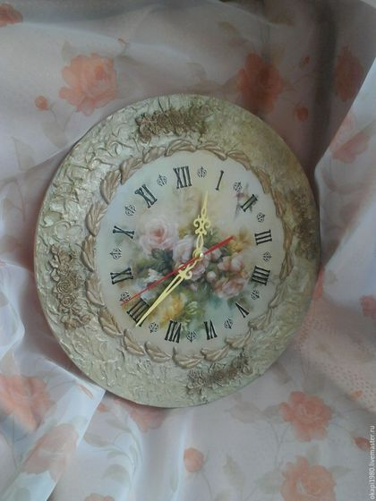 Купить или заказать Часы настенные Кремовые розы в интернет-магазине на Ярмарке Мастеров. Изящные часы для гостиной или спальни. Выполнены в смешанной технике - декупаж и объемный декор. Часовой механизм кварцевый бесшумный. Изделие выполнено из безопасных материалов на водной основе.
