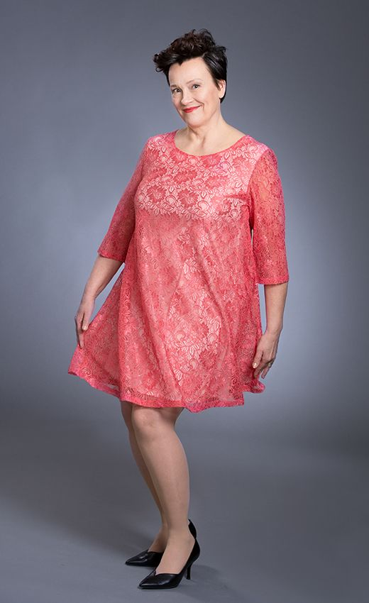 Jennifer Lace Tunic Coral Photo: Eveliina Immonen / Studio Liisa Model: Raisa Leinonen