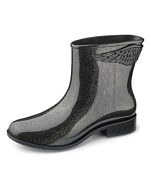 Mel: Melissa Ankle Boots. Rain boots. Fall outfit. See more pictures >>> http://bit.ly/1Pv5AF1
