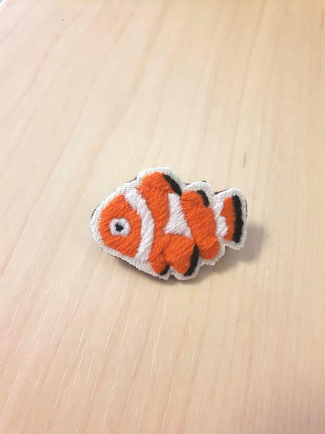カクレクマノミ刺繍ブローチ