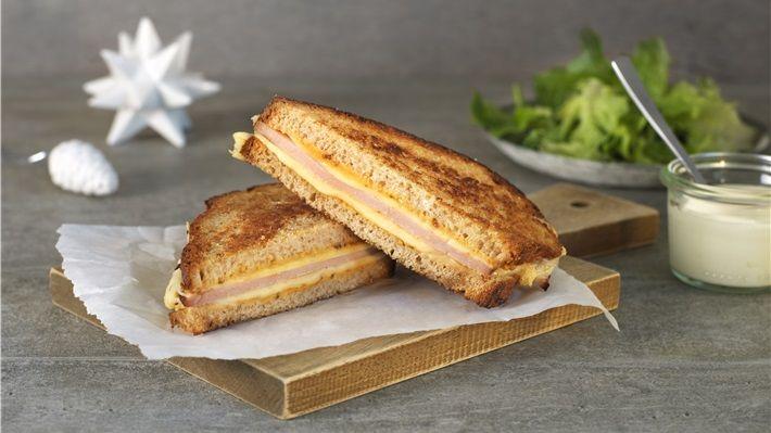 Sandwich med juleskinke, ost og sennep