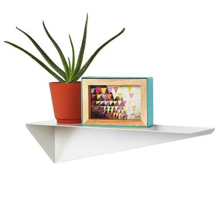Tablette murale métallique blanche Stealth - Idéale pour parfaire votre décoration murale tout en rangeant astucieusement vos affaires, découvrez l'étagère murale design Stealth par @Umbra . Une tablette murale à fixation invisible et à double position.