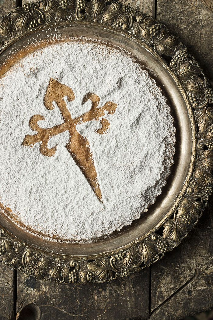SANTIAGO TART. Traditional Spanish Almond Tart.TARTA DE SANTIAGO. St James cake crosses (2 pcs) http://www.ibilimenaje.com/catalogo/ver-producto/decorador-tarta-cruz-santiago-2-piezas/3456/
