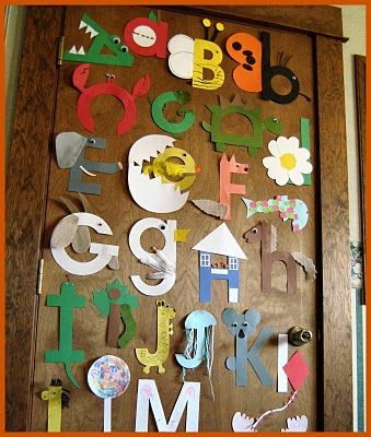 Art projects to match every letter of the alphabet - very cool to hang on the wall to reinforce learning the alphabet