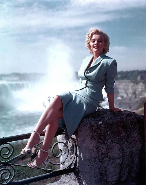 Marilyn Monroe wearing a sky blue suit at Niagara Falls