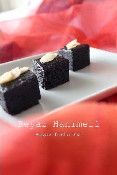 Çikolata yiyormuşsunuz hissi veren hem leziz hem de çok basit bir tarif.             3 yumurta   150 gr. şeker   120 gr. tereyağı   120 ...
