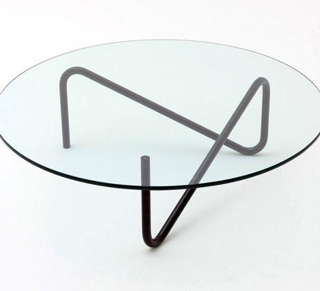 竹内 茂一郎による、COMMOCのテーブル「Tricom」