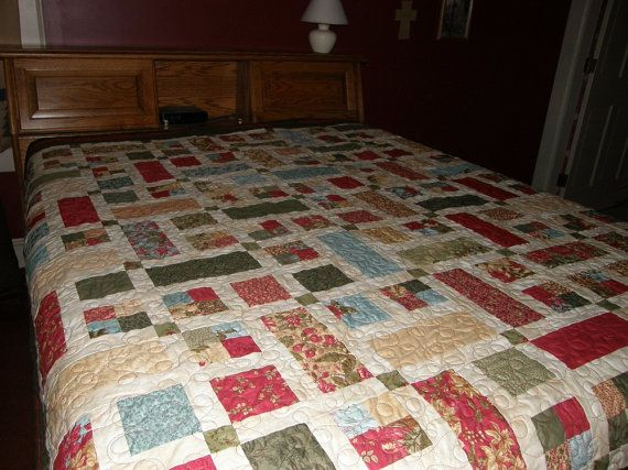 Christmas Queen Quilt Holiday Quilt Red Green Cream by HollysHutch