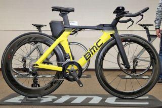 BMCのTTバイク 「タイムマシーン」が 刷新 トライアスロンでも最適なポジションを実現