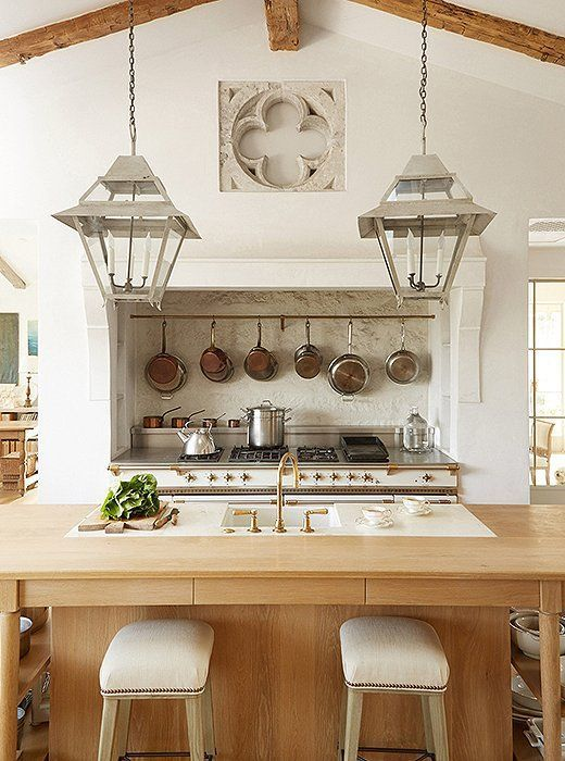 Love this gorgeous farmhouse style kitchen by Brooke Giannetti <3