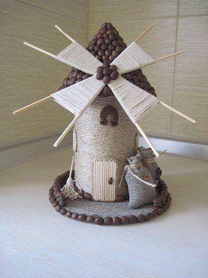 Сувенир Мельница с декором кофейными зёрнами и шпагатом