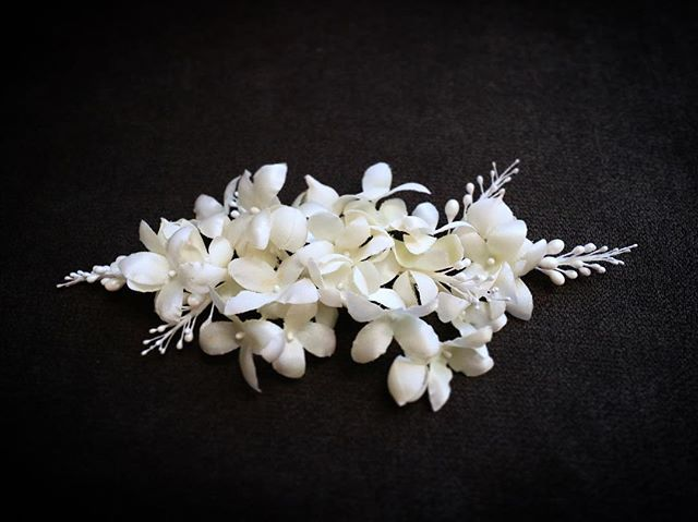 . Very delicate detailed headpiece for a special occasion. . Made with bunch of Bouvardia blossoms and small seeds. . This is truly one of a kind. . . . #asovinyc . Info@asovinyc.com . . . We make pieces as custom made. Please feel free to email us for any inquiries:) . #headpiece #headdress #wedding #bridal #handmade #nyc #flowers