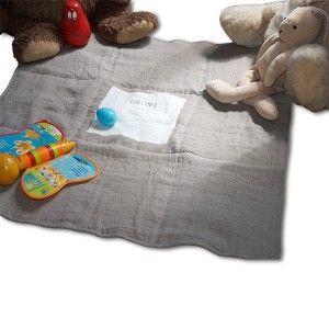 Blanket/playmat TUAMOTU. Designed by Lina Forlino. Available on www.darwinshome.com