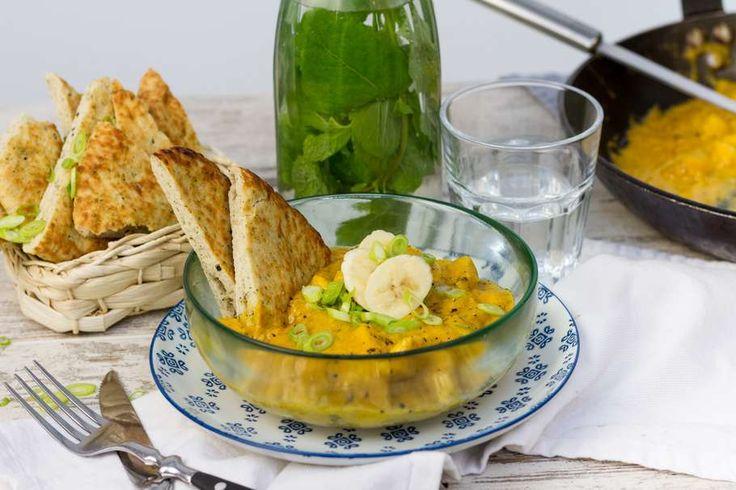Recept voor kip korma voor 4 personen. Met woksaus, naanbrood, wokolie, bevroren fruit, banaan en kipfilet