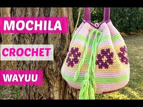 En este video te enseño paso a paso como tejer a crochet este hermoso bolso, que mide de ancho 36 cm y de largo 34 cm, esta tejido con lanas que tienen 3 mil...