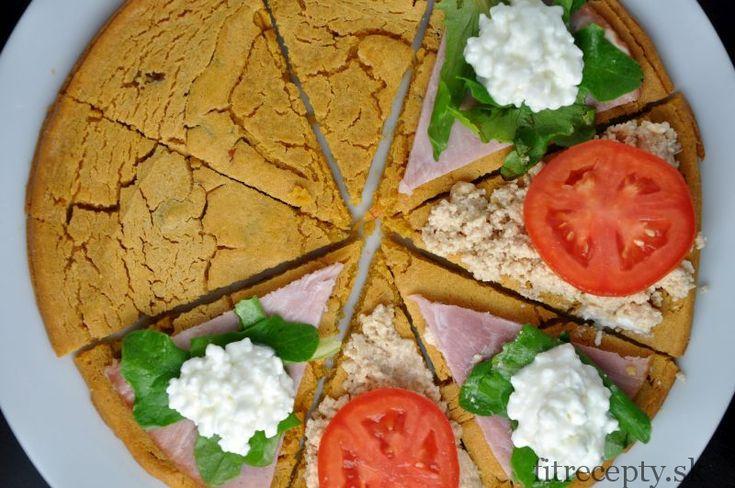 Jemné bezlepkové pečivo z cícerovej múky s chrumkavými okrajmi a jemným vnútrom, ktoré si môžete pripraviť na veľa spôsobov. Ingrediencie (na 1 soccu/ 8 ks): 1 a 1/4 hrnčekacícerovej múky 1hrnček vody 1 ČL morskej soli 1/5 ČL mletej červenej papriky 2 PL olivového oleja olivy, sušené paradajky (voliteľné) Postup: V miskee si zmiešame cícerovú […]Podeľte sa o tento super recept so známymi