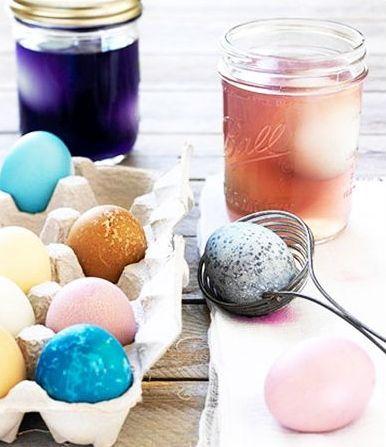 Cum Să Vopseşti Ouă de Paşti Natural: Cu Sfeclă, Coji de Ceapă şi Cafea