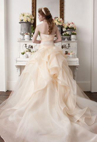 Abiti da sposa Atelier #Aimee Montenapoleone - modello Annika