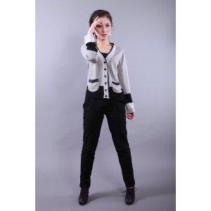 Saco gris con randa negra y bolsillos mediano