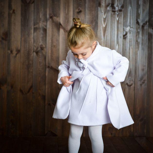 Płaszczyk na chrzest święty, roczek, sesję zdjęciową lub każdą inną wyjątkową okazję. Uszyty z ciepłej i miękkiej tkaniny, na całej długości posiada podszewkę ze 100% bawełny. Jest bardzo wygodny i...