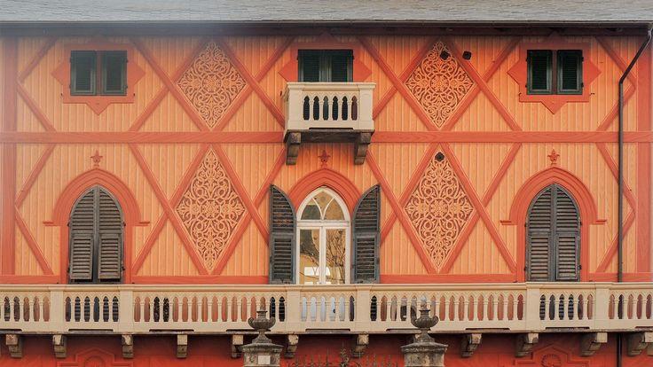 Искусство на стенах | знаки окрашены | морские фитинги | выставки | стенд украшения | золочение | реставрация фасадов | stringcourses Фасады