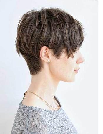 日本人にも似合って小顔に見えるピクシーカット。ワックスなどの整髪料を使ってタイトに纏めると◎です。