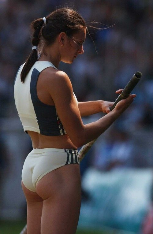 Women pole vaulting their way into my heart (33 Photos)