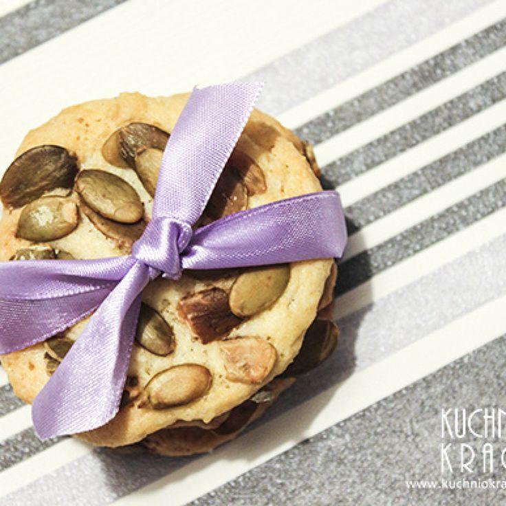 Ciastka maślane z pestkami z dyni http://www.kuchniokracja.hanami.pl/index.php/ciastka-maslane-z-pestkami-z-dyni/ #ciastka #słodkie  2